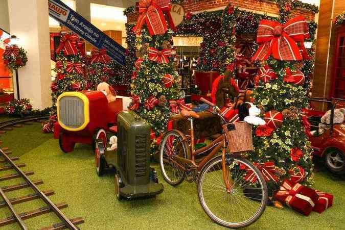 Shopping Cidade: decoração remete à fábrica de brinquedos do Papai Noel, onde o Bom Velhinho passa o ano inteiro trabalhando para criar os presentes que serão distribuídos na data(foto: Shopping Cidade/Divulgação)
